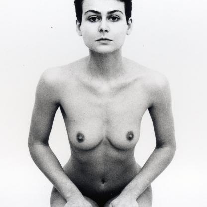 Emanuela Barbi, Cariatidi e Sfinge , 1995 - autoritratti stampe fotografiche in bianco e nero su pannello, cm 100 x 200, collezione privata - Fuori Uso - Ex Aurum, Pescara.