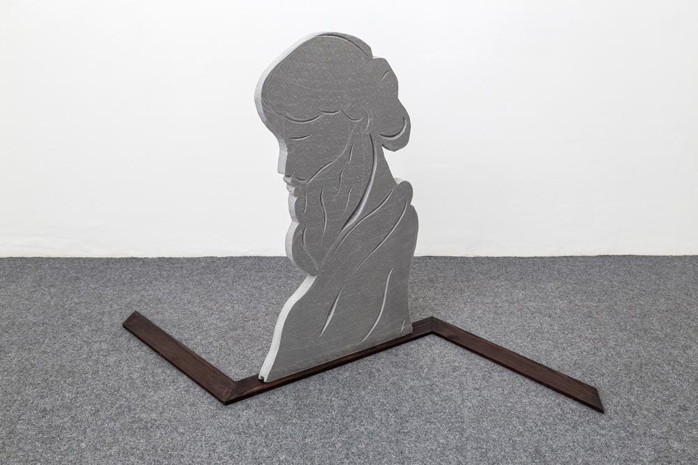 Grant Foster. Popular Insignia, The Meta Leader, 2016 foam, wood, 78x70x120 cm , Acappella - Napoli, courtesy Acappella and D. Donzelli www.museoapparente.eu