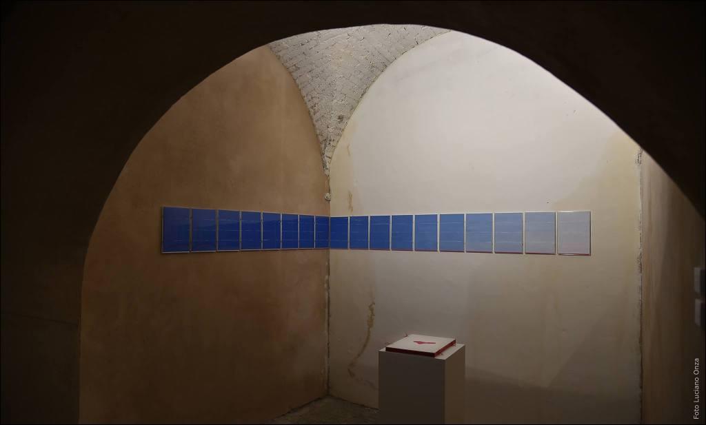 Valentina Colella, ... e dopo accadde il bianco, 2016, Installazione_waiting in the sky, libro d'artista_volo nel vuoto alla ricerca del pieno_86 pag-limited-9-copies