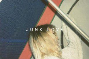 JUNK LOVE Anna Gramaccia – Simone Zaccagnini, Opening : Giovedì 23 Febbraio 2017 ore 19,00 Galleria Annarumma, Napoli (invito)