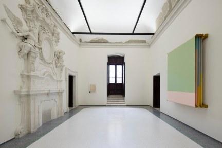 27 Palazzo Ardinghelli, allestimento Punto di equilibrio, Alberto Garutti – Accedere al presente, 2018-20 Foto Agostino Osio – AltoPiano